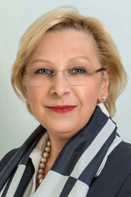 Elisabeth Gleiß leitet als Oberin die DRK Augusta-Schwesternschaft Lüneburg e.V. und ist Ihre kompetente Ansprechpartnerin in allen Fragen beispielsweise rund um die Pflege- und Gesundheitspolitik.