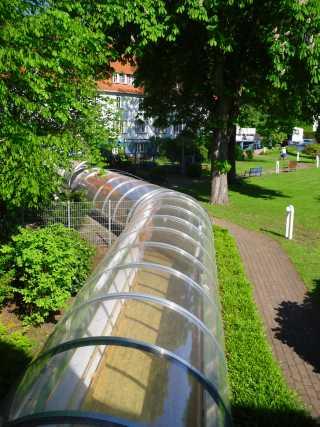 Der Glastunnel verbindet das 2005 eingeweihte Augusta-Haus mit unserem Alten- und Pflegeheim in der Heinrich-Heine-Straße.
