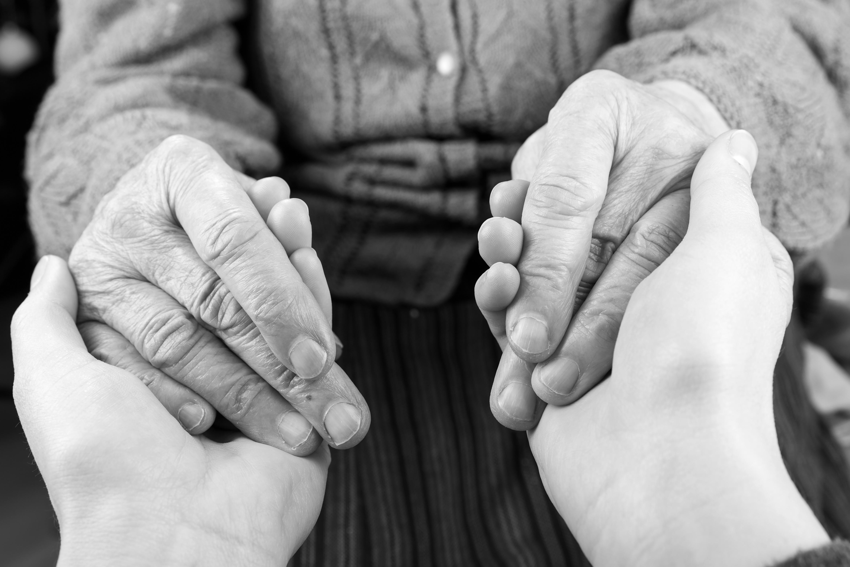 In unserer Schwesternschaft gründet sich die palliative Versorgung sowohl im ambulanten als auch im stationären Bereich. Zu unserer professionellen Pflege gehört eine Mitgliedschaft im SAPV-Netzwerk Lüneburg ebenso wie ein hoher Anteil an speziell ausgebildeten Palliativ-Fachkräften.